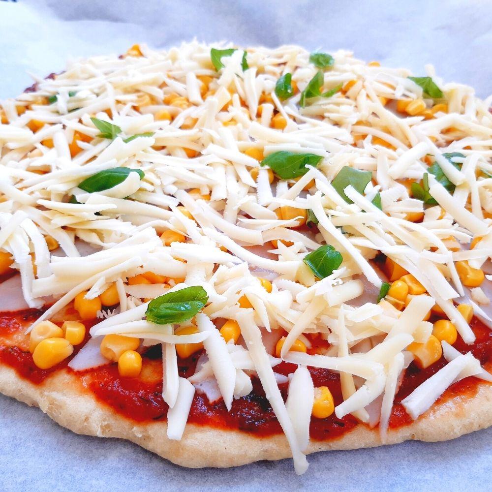 Pizza alap megrakva